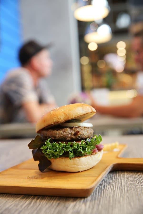 Гамбургер говядины стоковая фотография