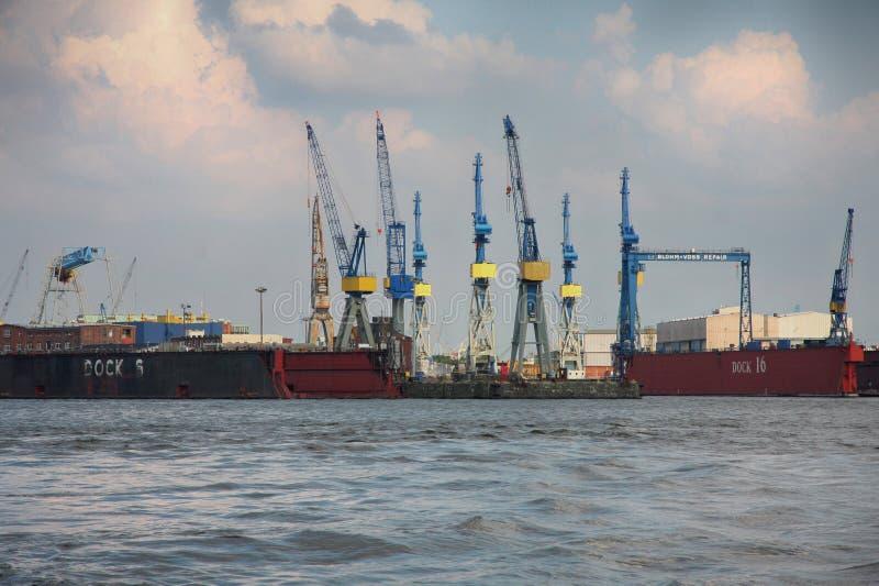 Гамбург, Германия - 28-ое июля 2014: Взгляд порта гавани Гамбурга стоковые фото