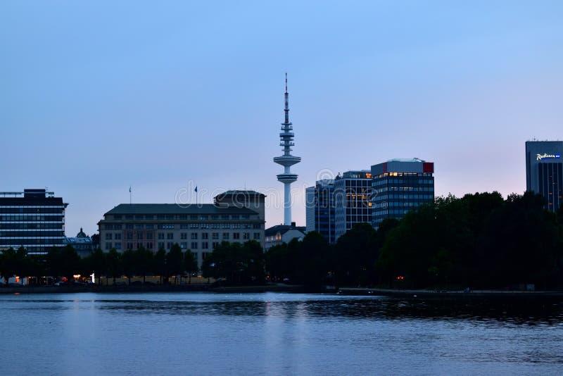 Гамбург Alster Jungfernstieg, взгляд ночи стоковое фото rf