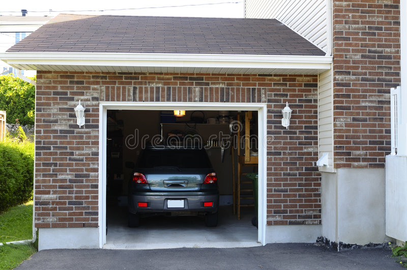 гараж автомобиля стоковое изображение rf