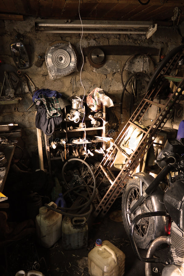 гараж внутрь стоковое фото
