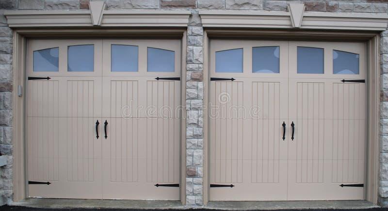 гараж дверей новый стоковые фотографии rf