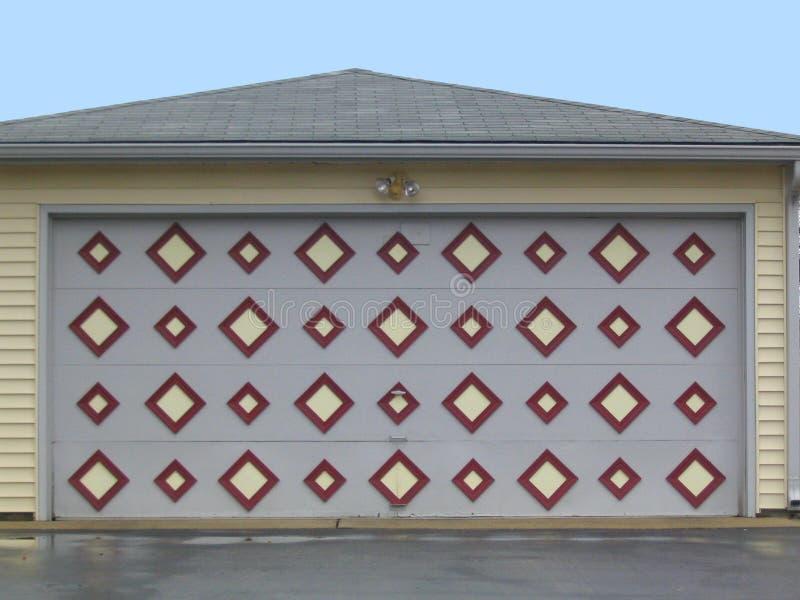 Download гараж двери стоковое изображение. изображение насчитывающей квадрат - 490933