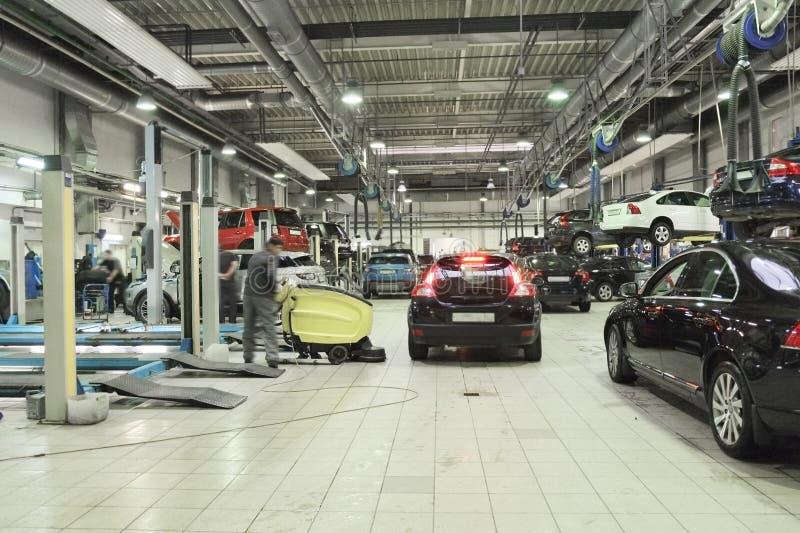 Гараж ремонта автомобиля стоковая фотография