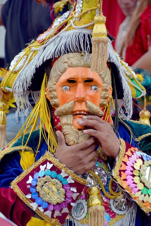 Гватемальской танцоры замаскированные фиестой стоковые фото
