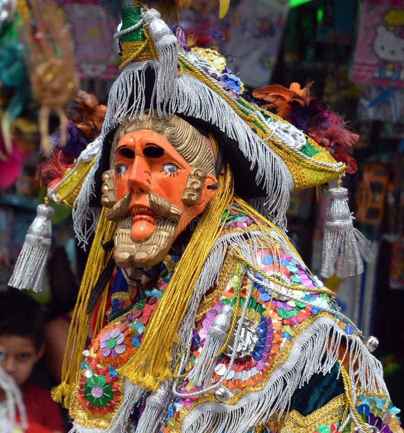Гватемальской танцор замаскированный фиестой стоковые фото