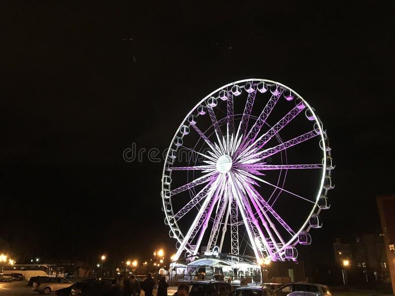 гданск польша, освещенное колесо феррис ночью стоковая фотография rf