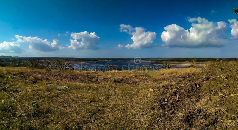 Где небо и море встречают стоковые изображения rf