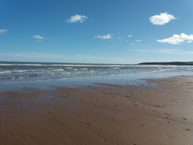 Где песок встречает море стоковое изображение