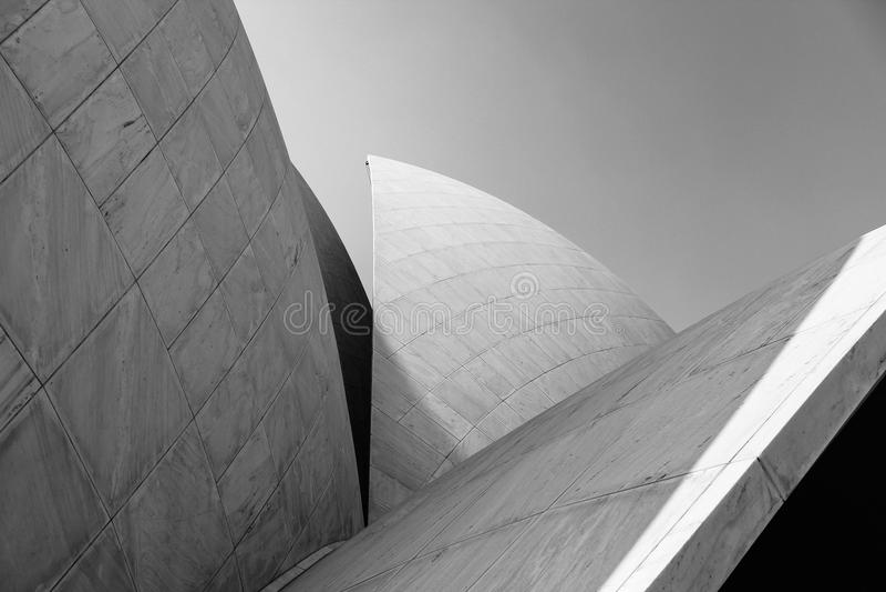 Геометрическая архитектура в виске лотоса Индии стоковая фотография rf