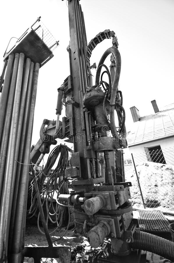 Геотермическая сверля машина черно-белая стоковое изображение