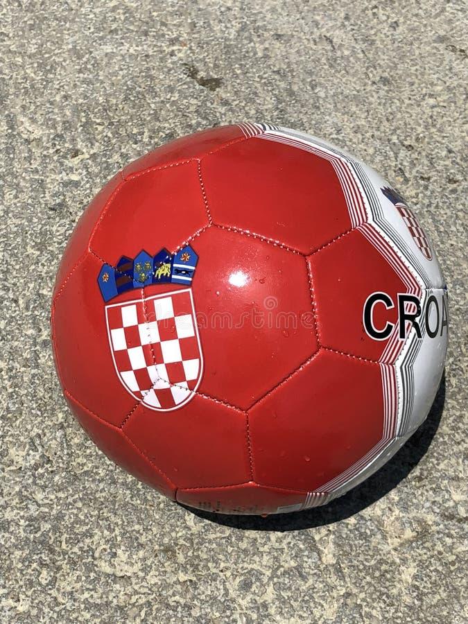 Герб Хорватии на шарике футбола стоковое фото rf