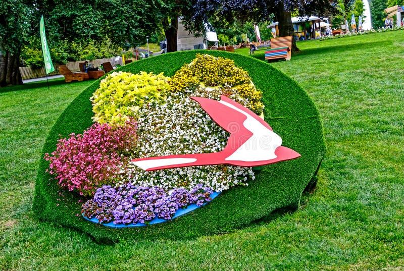Гессенская садовническая выставка 2018 Вход с ласточкой цветка, гербом города плохого Schwalbach стоковая фотография