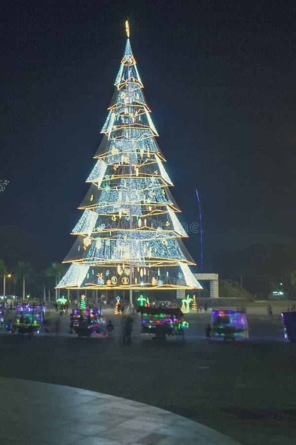 Гигантская рождественская елка города Tagum, Tagum Davao del Norte, Phili стоковое фото rf