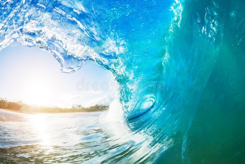 Гигантская трубка океанской волны стоковая фотография