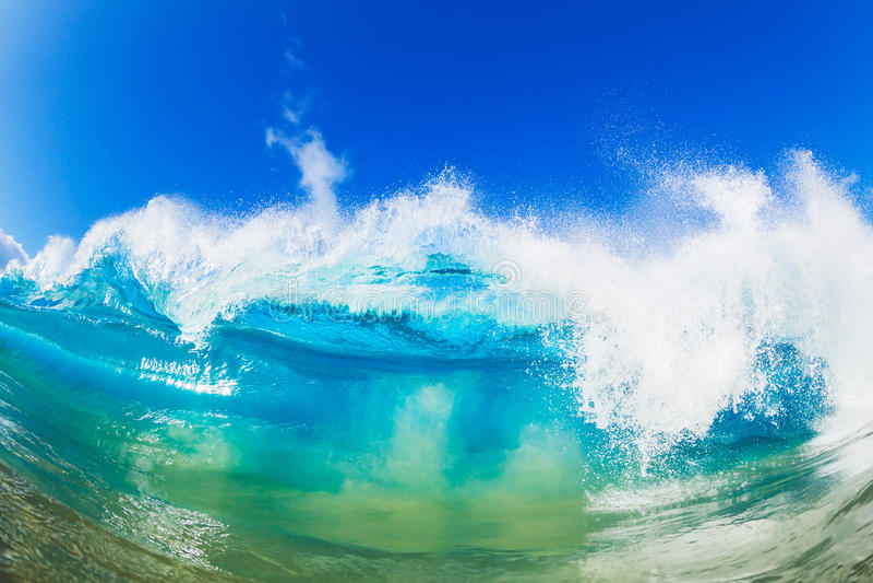 Гигантская трубка океанской волны стоковые изображения rf