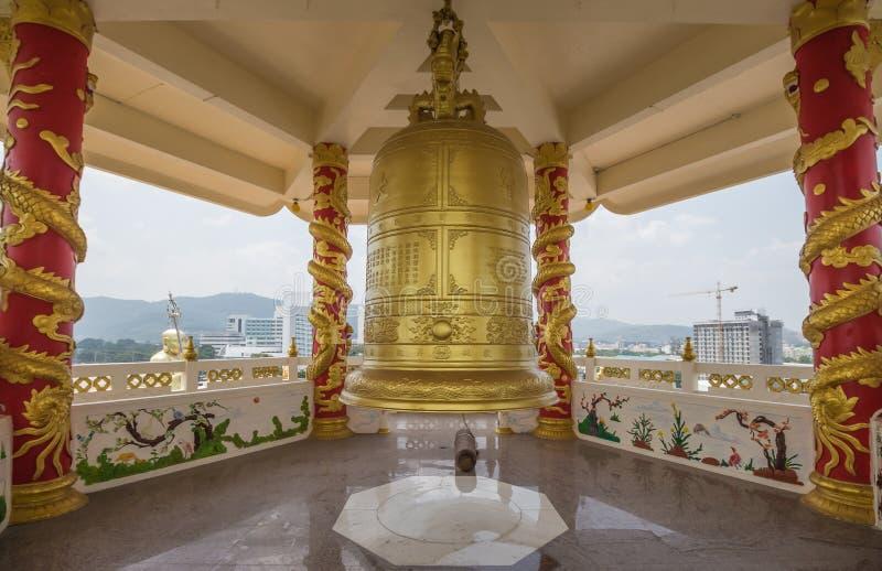 Гигантский золотой колокол стоковая фотография rf