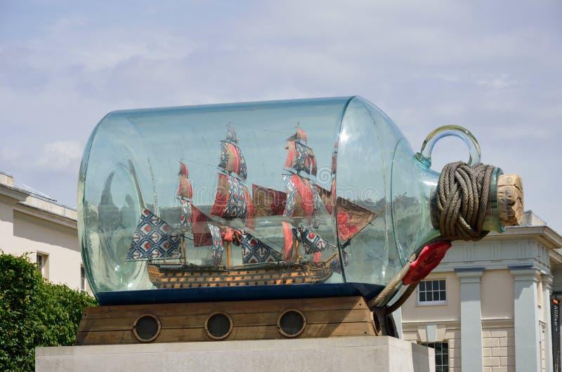 Гигантский корабль в бутылке стоковые фото