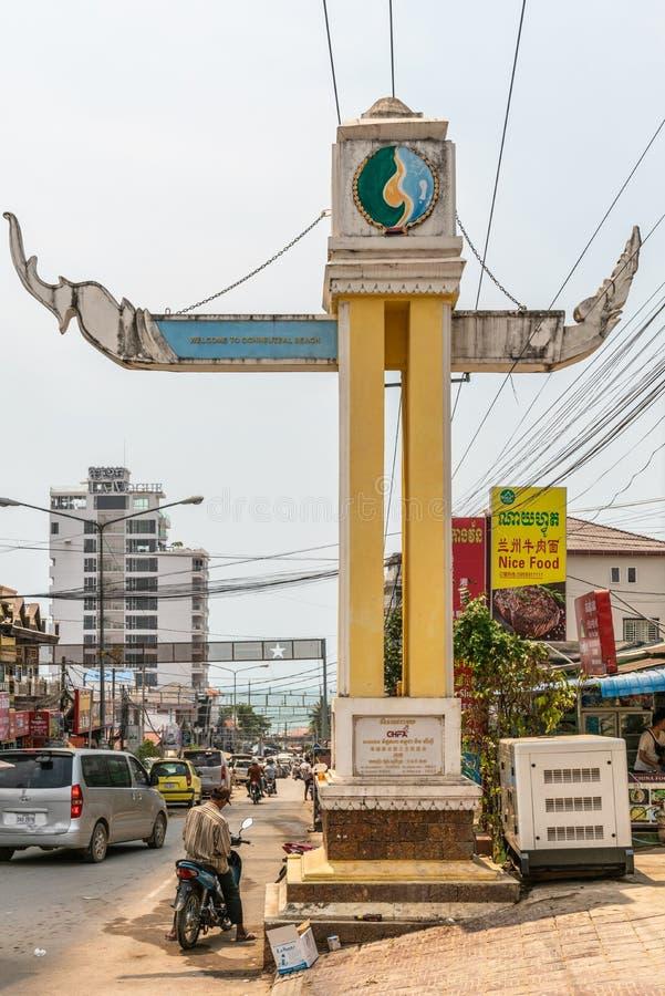 Гигантский традиционный знак объявляя пляж Ochheuteal в Sihanoukville Камбодже стоковое фото rf