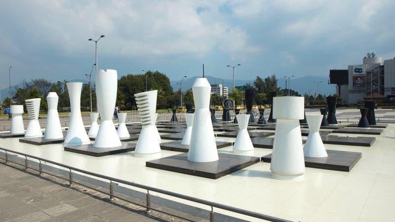 Гигантский шахмат на бульваре El Dorado в городе Боготы стоковые фото