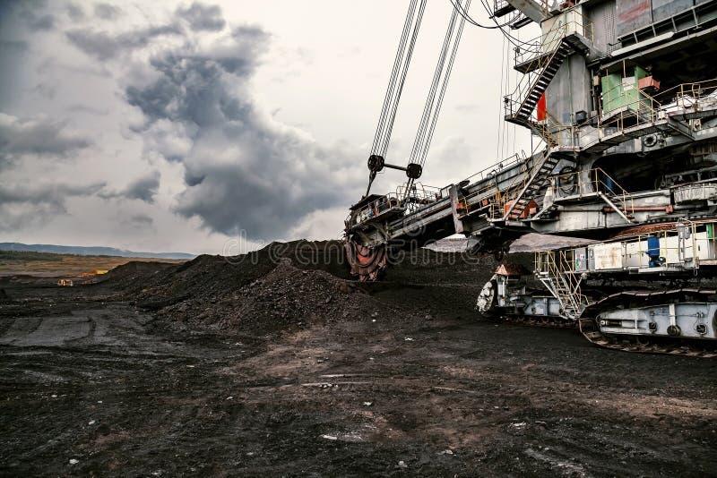 Гигантский экскаватор колеса ведра стоковое изображение rf