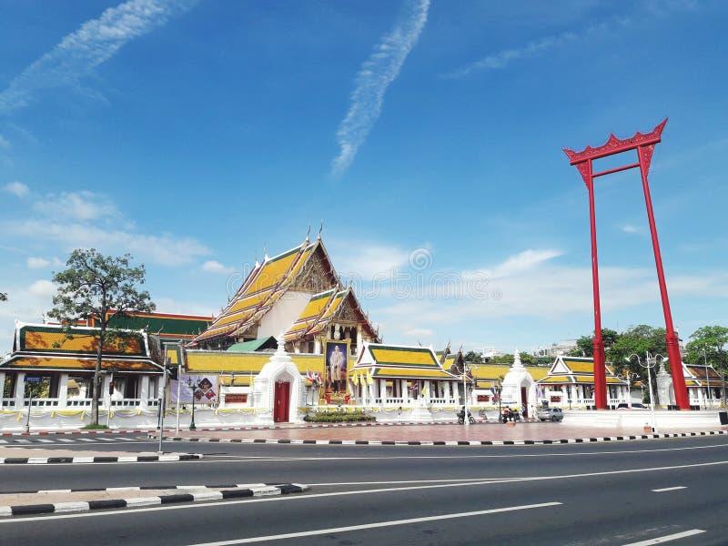 Гигантское качание ( Sao Ching Cha) религиозная структура в Бангкоке, Таиланде стоковые фотографии rf