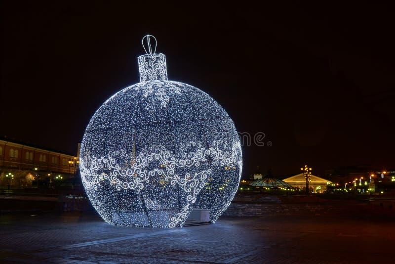 Гигантское СИД освещает шарик в Москве стоковое изображение