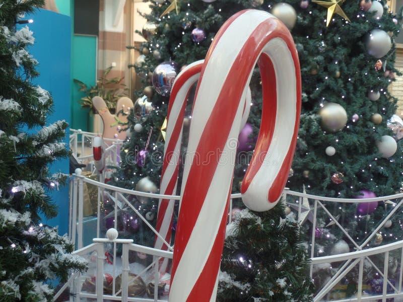 Гигантское украшение леденца на палочке тросточки конфеты рождества стоковые изображения rf