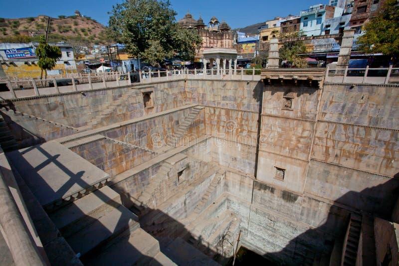 Гигантское stepwell в архитектурном стиле Раджастхана стоковое фото