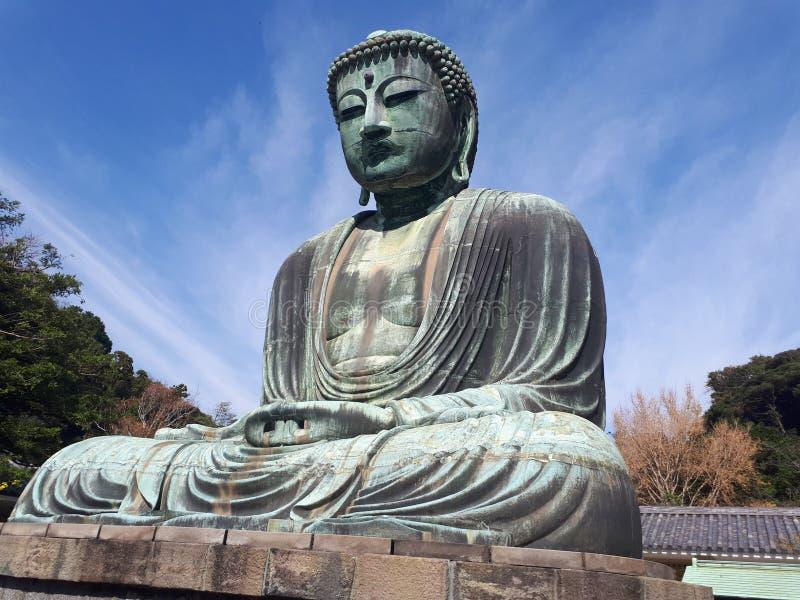 Гигант Будда Камакуры с голубым небом стоковое изображение