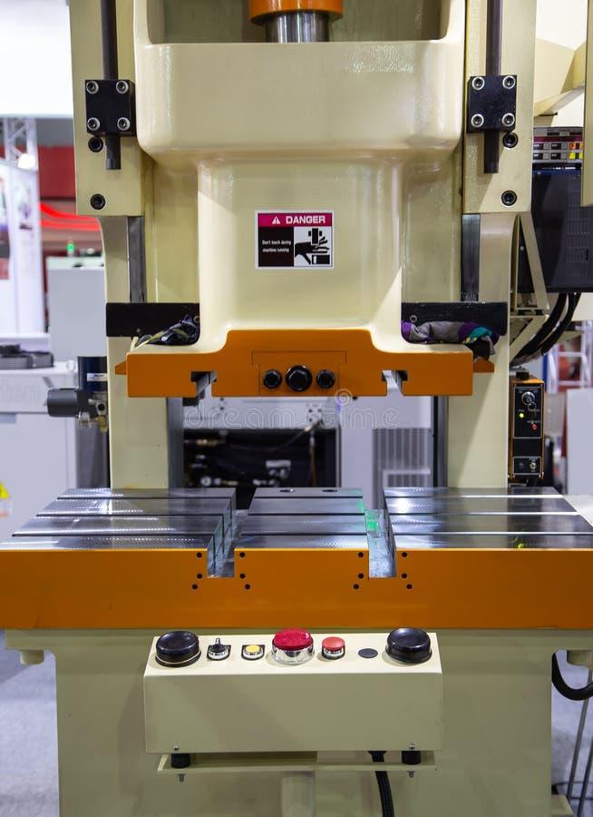 Гидравлическая штемпелюя машина прессы стоковое фото rf