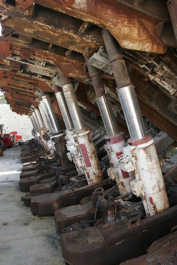 Гидравлические цилиндры в получившейся отказ угольной шахте стоковое фото