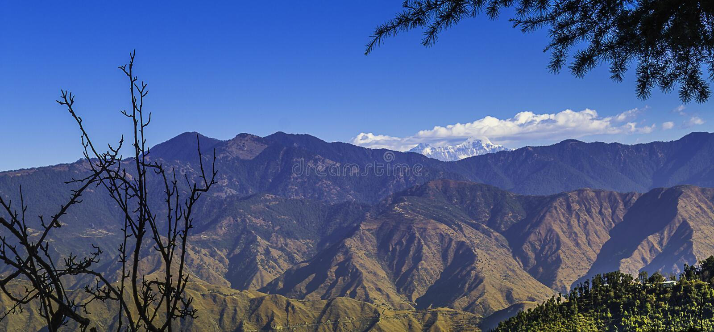 Гималаи благоустраивают, Mussoorie стоковые фото