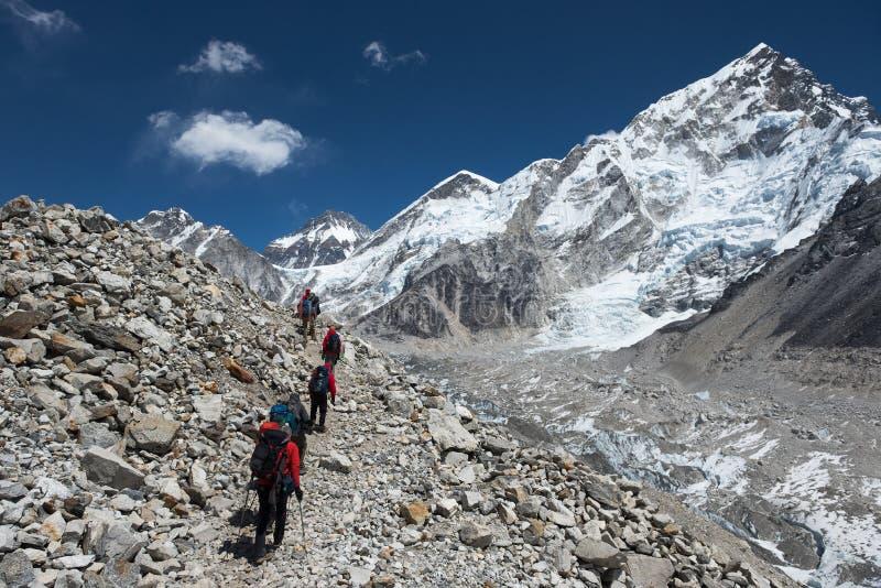 Гималайские trekkers стоковые фотографии rf