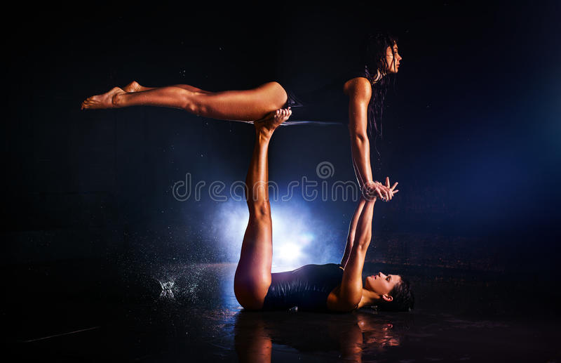 Гимнасты женщин стоковое изображение