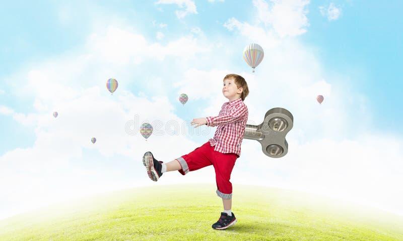 Гиперактивный счастливый ребенок стоковое изображение rf