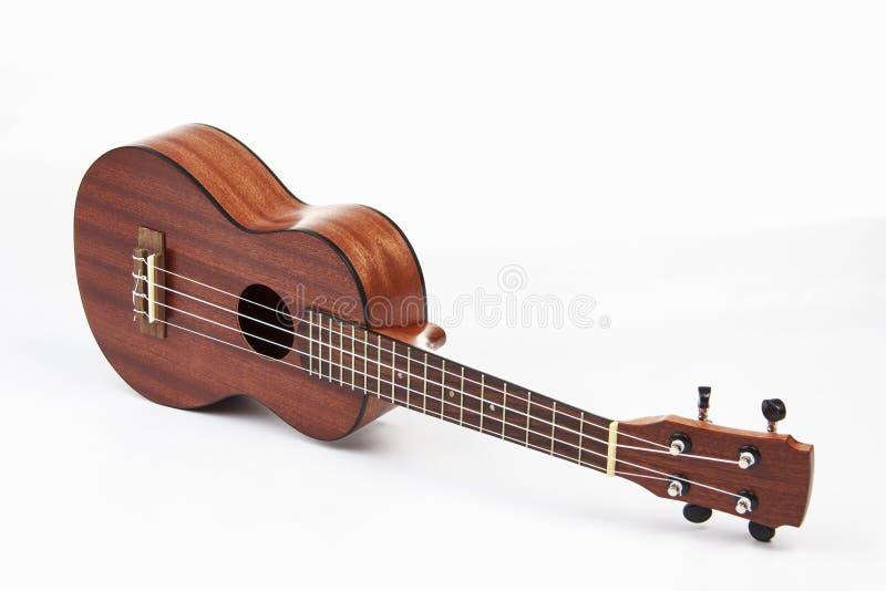 Гитара гавайской гитары гаваиская на белой предпосылке стоковые фото
