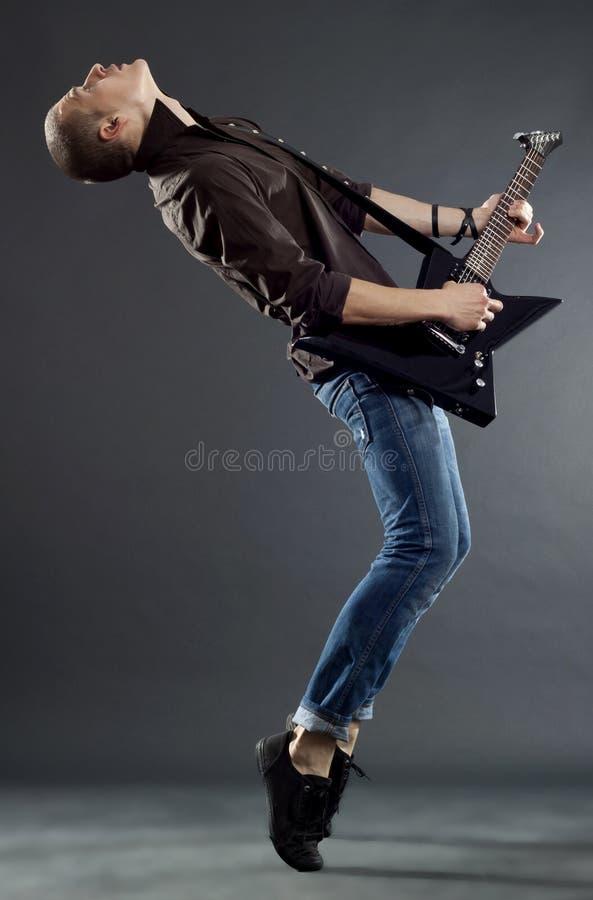 гитара его играть игрока o стоковые фотографии rf