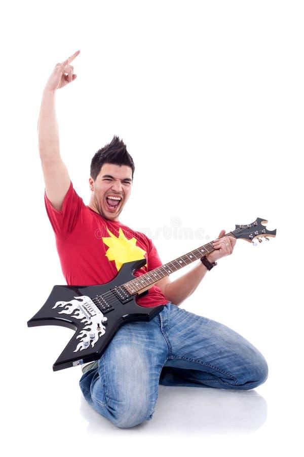 гитара его играть музыканта коленей стоковые фотографии rf