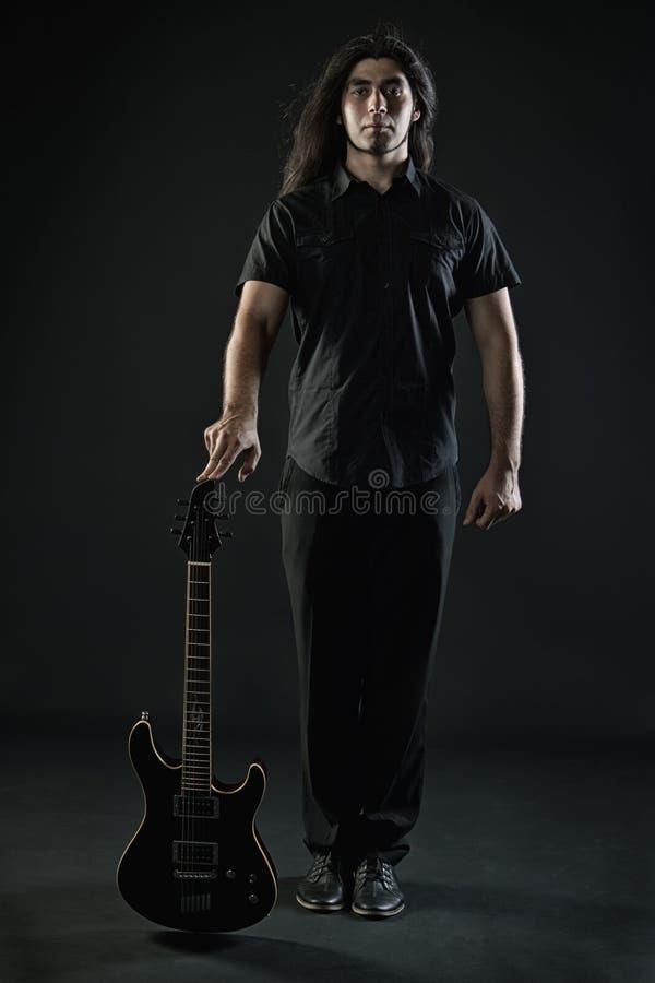 Гитарист тяжелого метала стоковая фотография