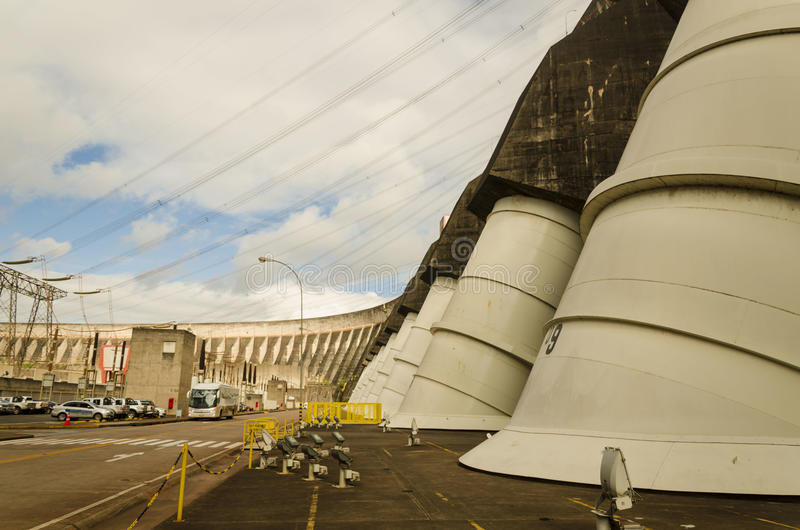 гидроэлектрическая сила завода itaipu стоковые фотографии rf