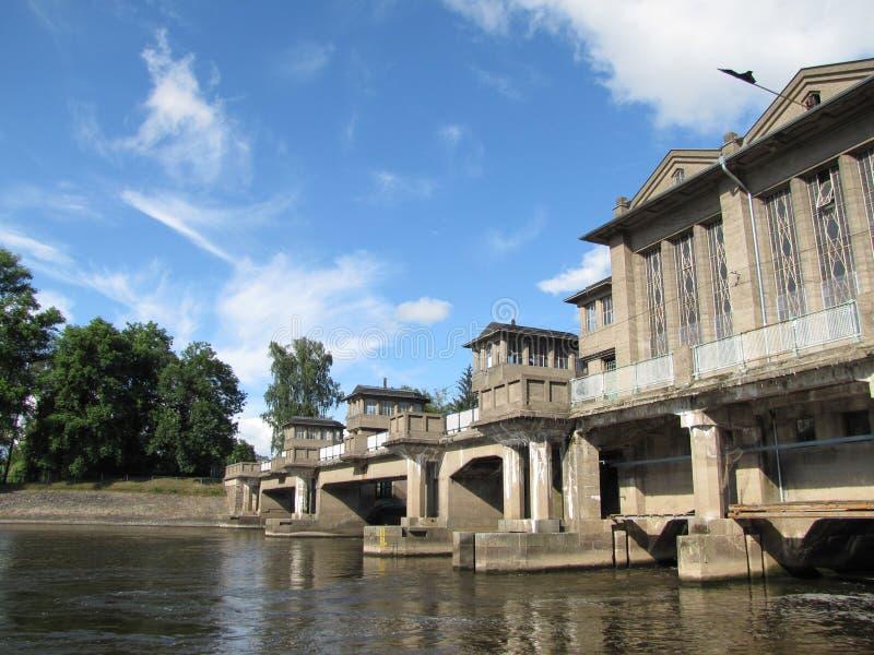 Гидроэлектрическая электростанция на реке Labe в Podebrady, чехословакском Re стоковые изображения rf