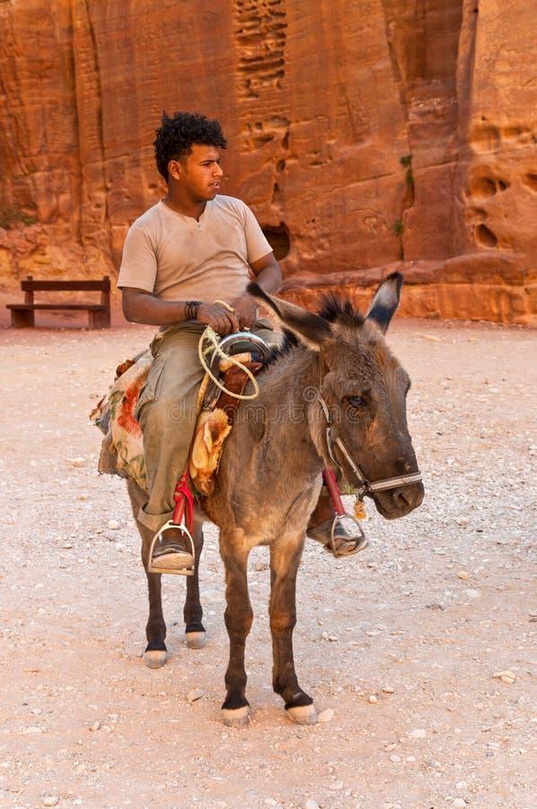Гид с ишаком в Petra, Джордан стоковое изображение rf