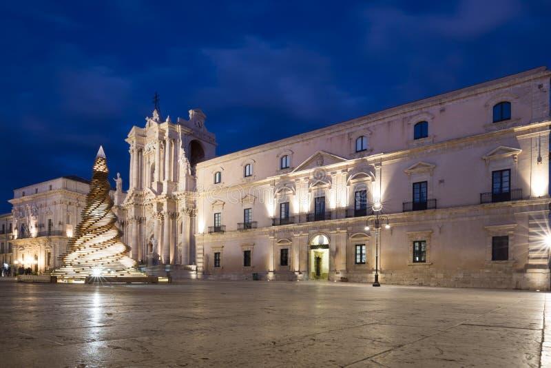 Главная площадь Аркада del Duomo в Ortygia, Сиракузе, Италии стоковые изображения