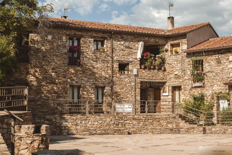 Главная площадь в Horcajuelo de Ла Сьерра, Мадриде Испании стоковые изображения
