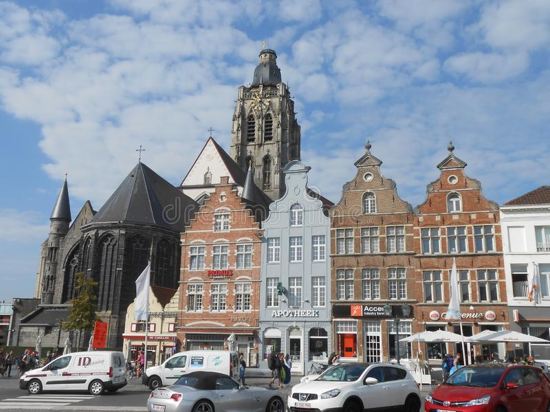 Главная площадь в Oudenaarde, в центральной Бельгии стоковая фотография