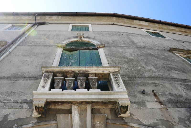 Главная площадь и свои венецианские здания стиля стоковое фото rf