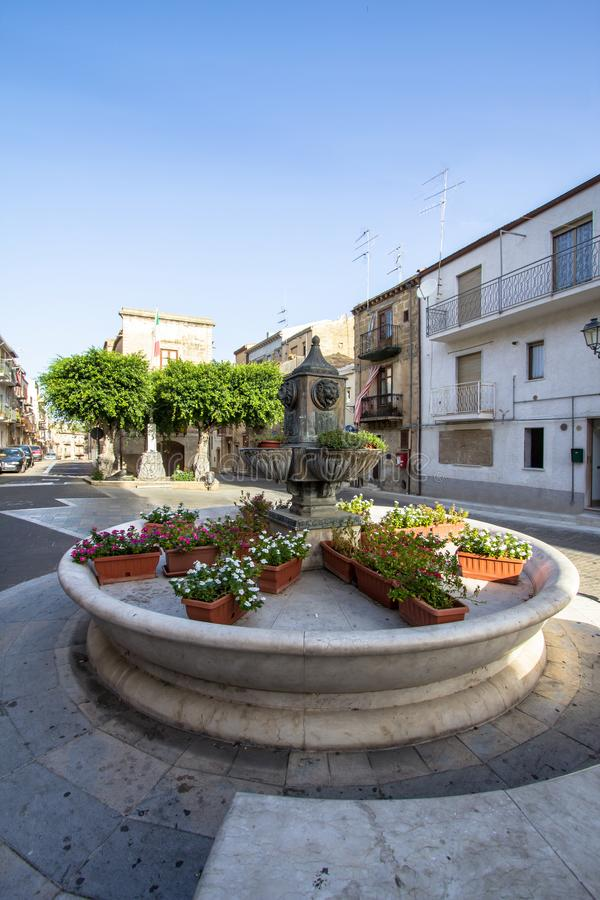 Главная площадь Lascari, Сицилии, Италии стоковое фото