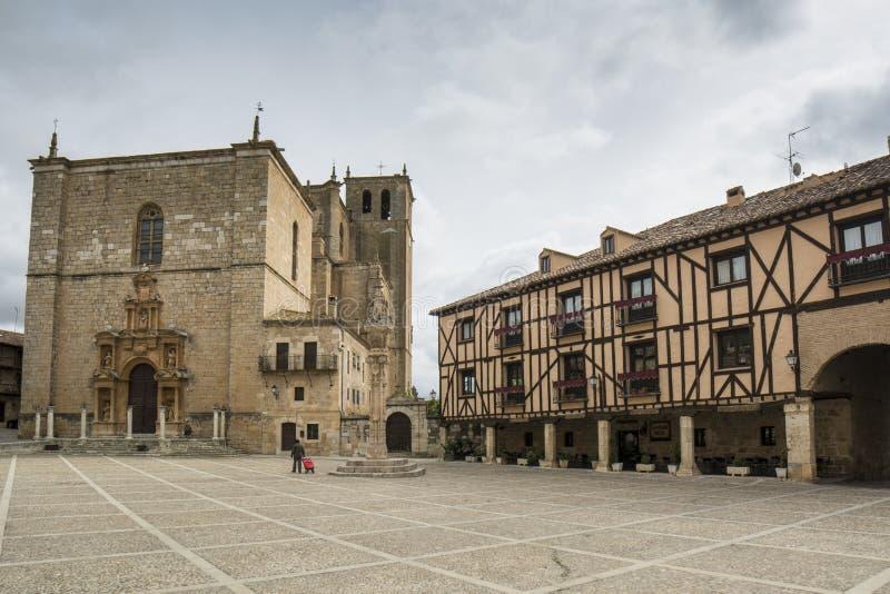 Главная площадь Penaranda de Duero, Бургоса Испании стоковое изображение rf