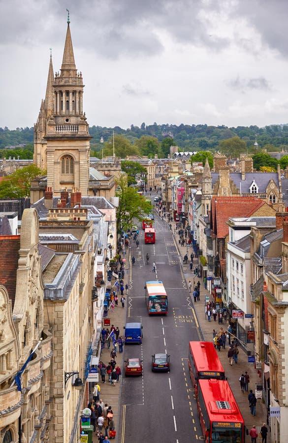 Главная улица как увидено от вершины башни Carfax Оксфордский университет Англия стоковые фото